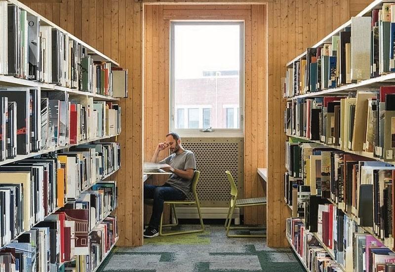 بخشی از کتابخانه دانشگاه Laurentin