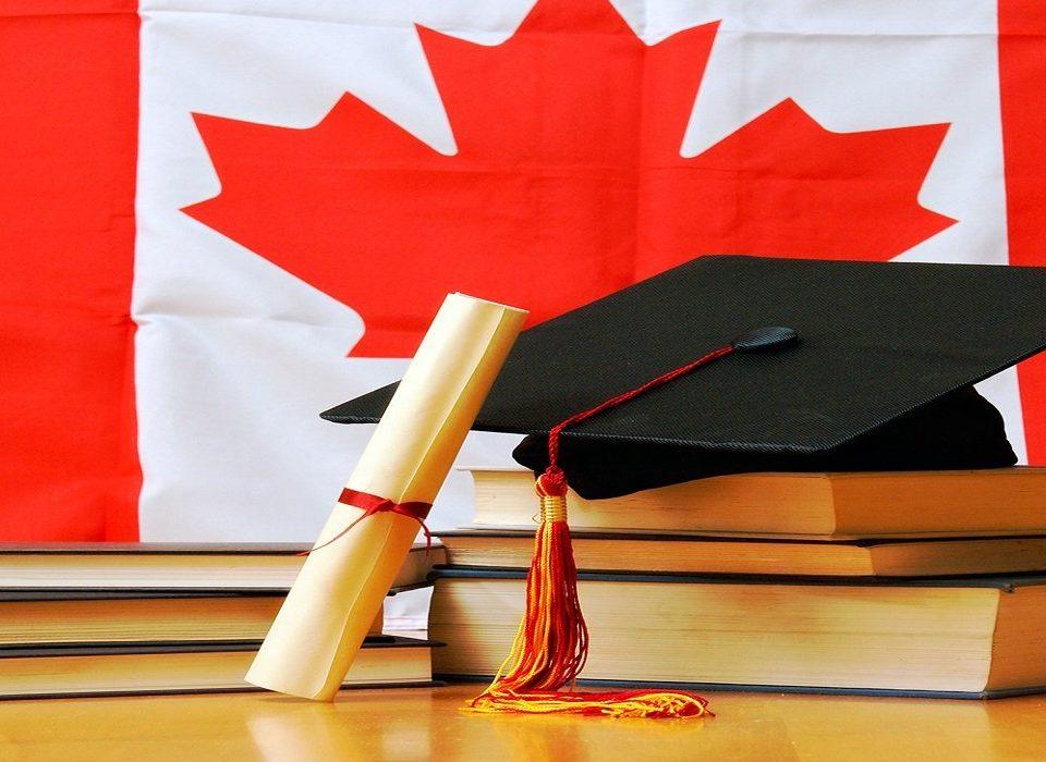 دورههای تحصیلی پس از دبیرستان در کانادا